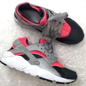 Nike Boy's Huarache Run GS Low Top Running Sneaker